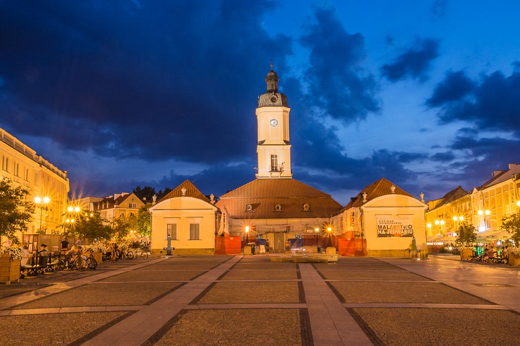 bialystok noca rynek ratusz Białystok   zachwycający w dzień i w nocy