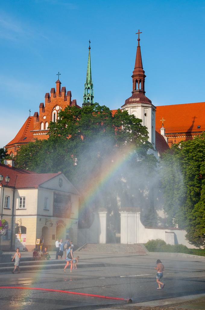 bialystok rynek kurtyna wodna tecza Białystok   zachwycający w dzień i w nocy