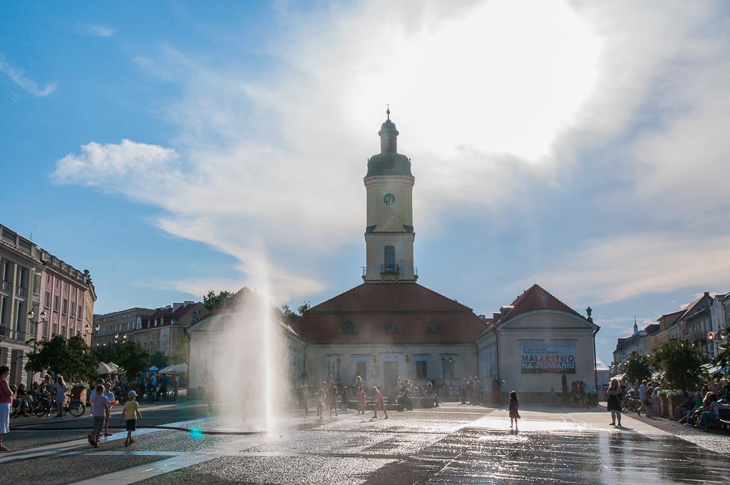 bialystok rynek ratusz kurtyna wodna Białystok   zachwycający w dzień i w nocy