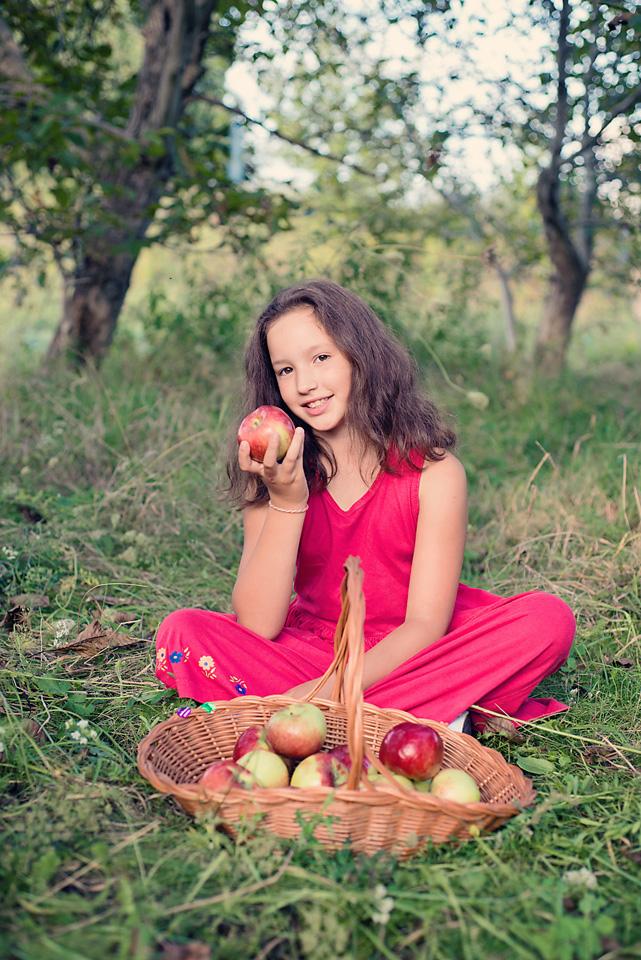 sesja fotograficzna jablka Ursynów Sesja zdjęciowa z okazji zakończenia wakacji i rozpoczęcia roku szkolnego