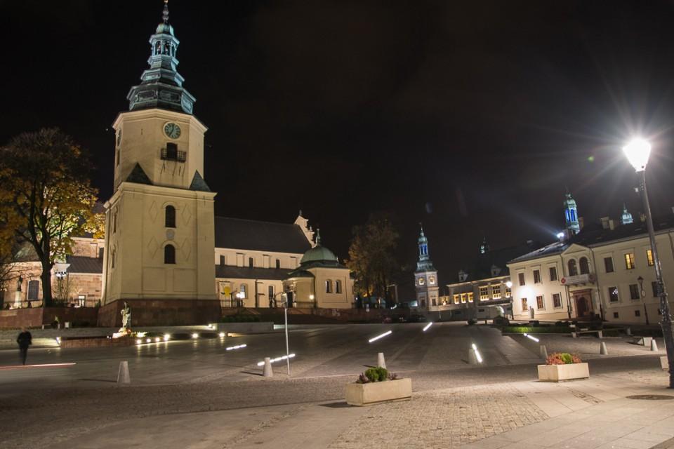 Kielce Bazylika katedralna Wniebowziecia NMP 960x640 Kielce nocą