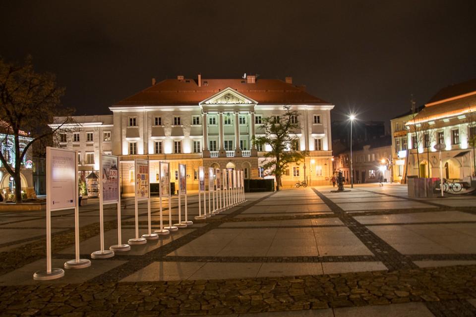 Kielce noca Urzad Miasta 960x640 Kielce nocą