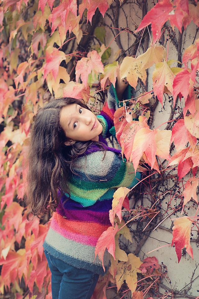 jesienny portret dziewczynka Sesja z winobluszczem w tle
