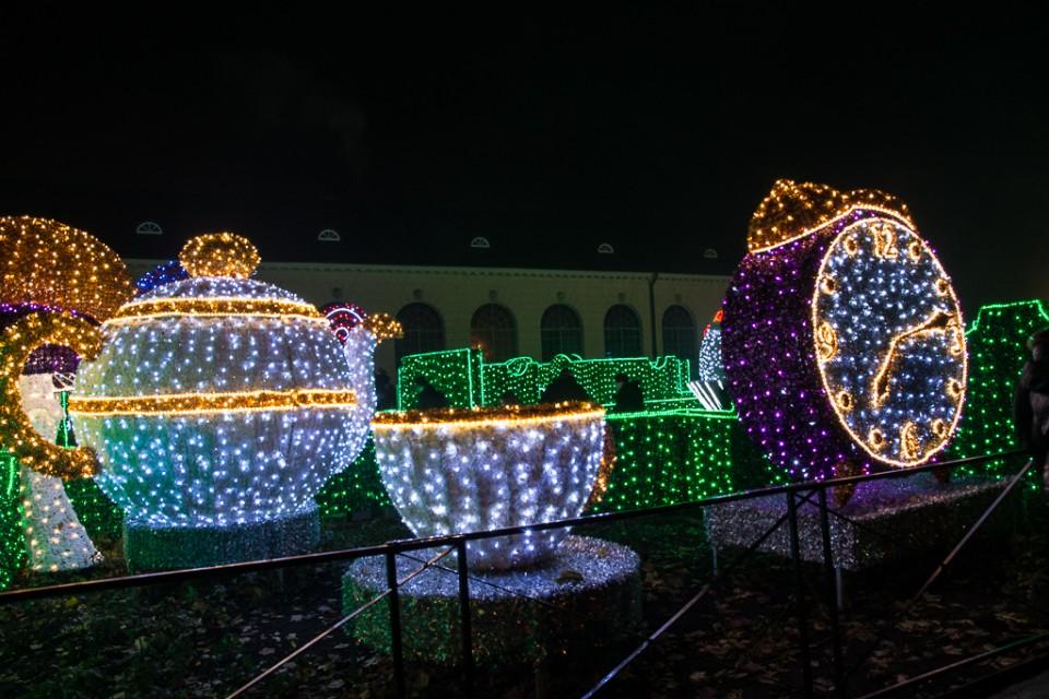 labirynt swiatla Wilanow filizanki 960x640 Festiwal światła w  Wilanowie