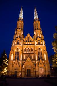 katerda warszawa praga noca 199x300 Katedra Warszawa Praga nocą