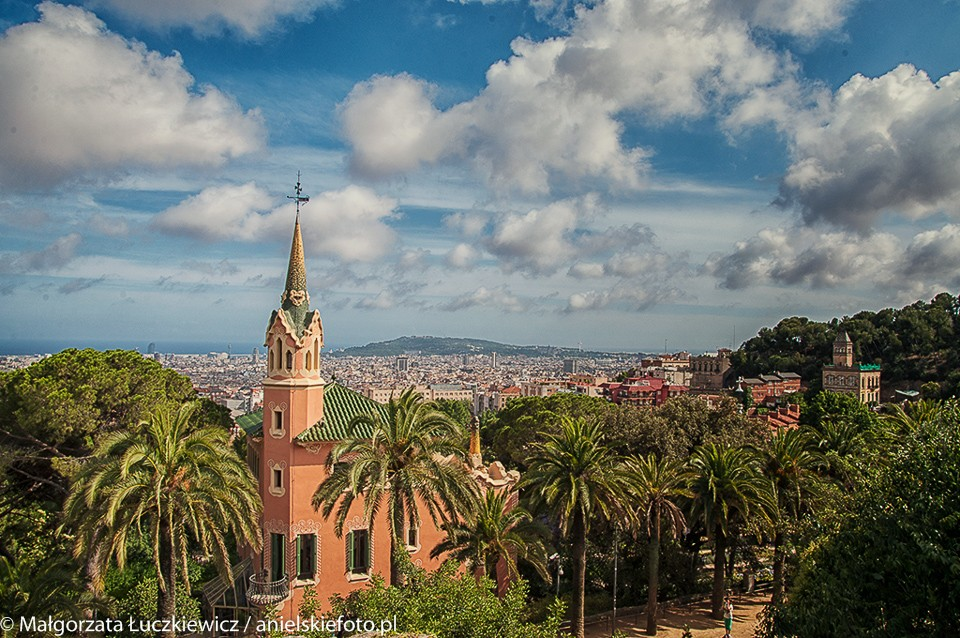 Barcelona Parc Guell Kosciol 960x638 Hola Barcelona