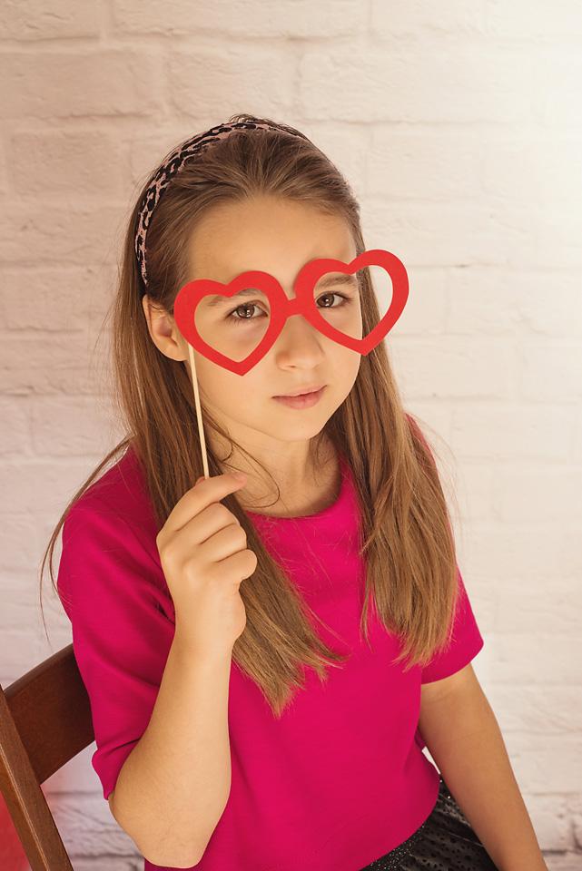 sesja walentynki okulary Sesja z okazji Walentynek Ola i Zuzia