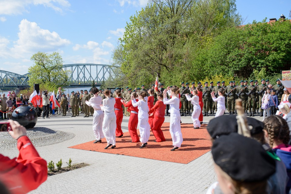 Toruń świeto flagi wystepy 960x641 Majówka w Toruniu