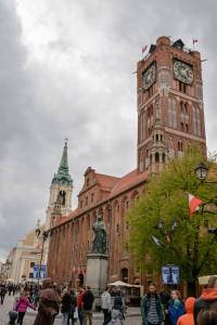 Toruń ratusz pomnik Kopernika 200x300 Toruń ratusz pomnik Kopernika
