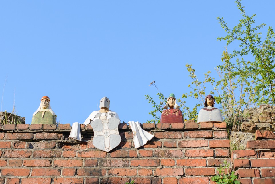 Toruń rycerz na kamienicy 960x641 Majówka w Toruniu