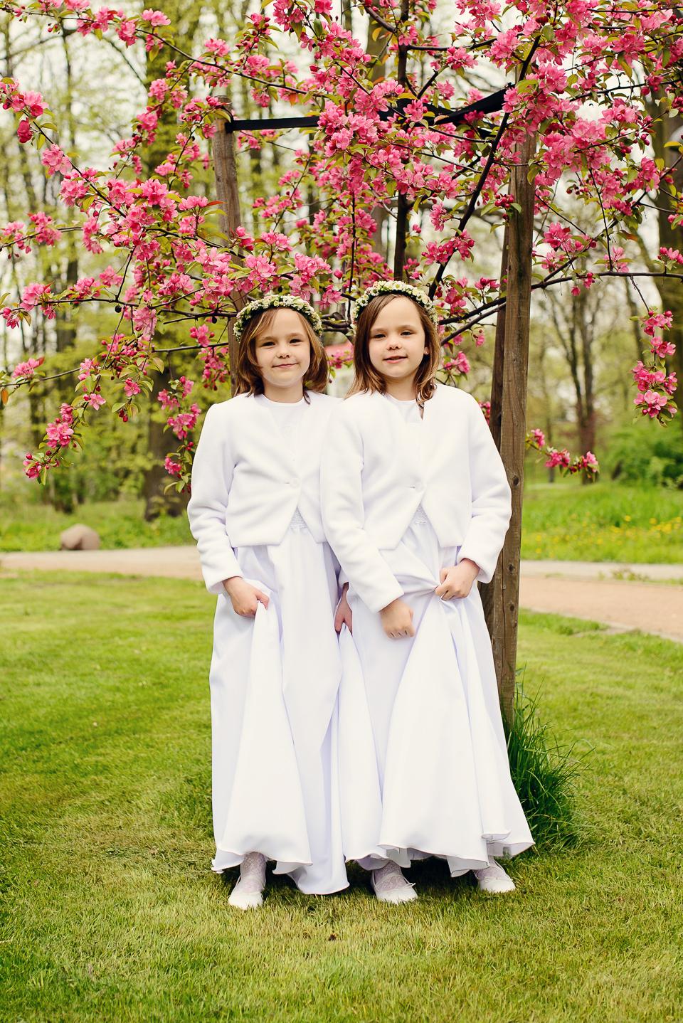 pierwsza komunia siostry Pierwsza Komunia sesja Niny i Leny