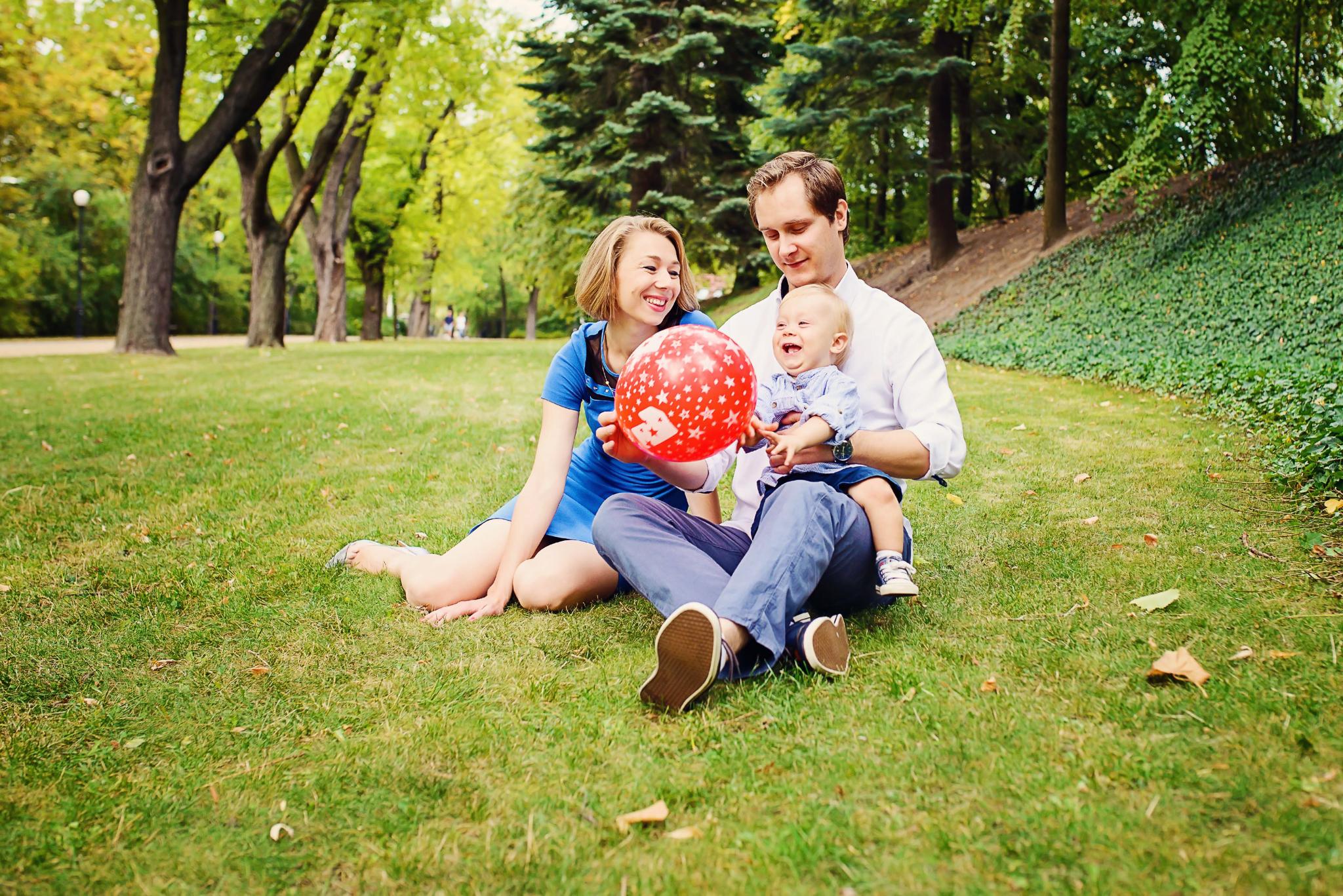 sesja rodzinna w parku Sesja z okazji pierwszych urodzin Aleksa