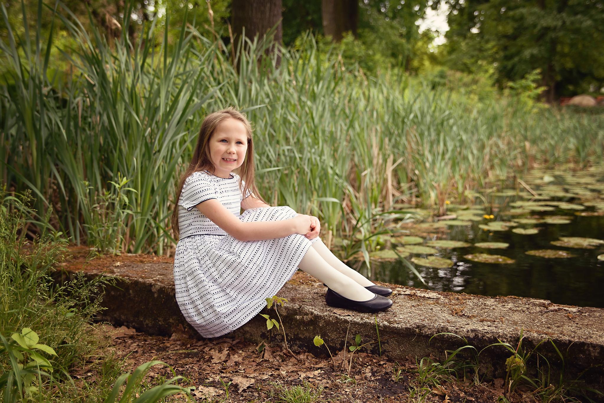 sesja w powsinie dziewczynka Sesja dziecięca w azaliach i rododendronach