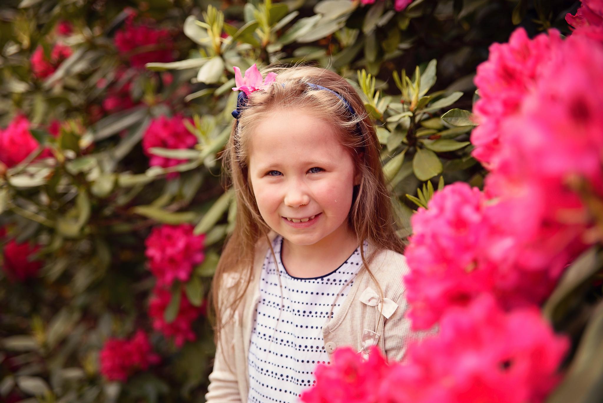sesja w rododendronach powsin Sesja dziecięca w azaliach i rododendronach
